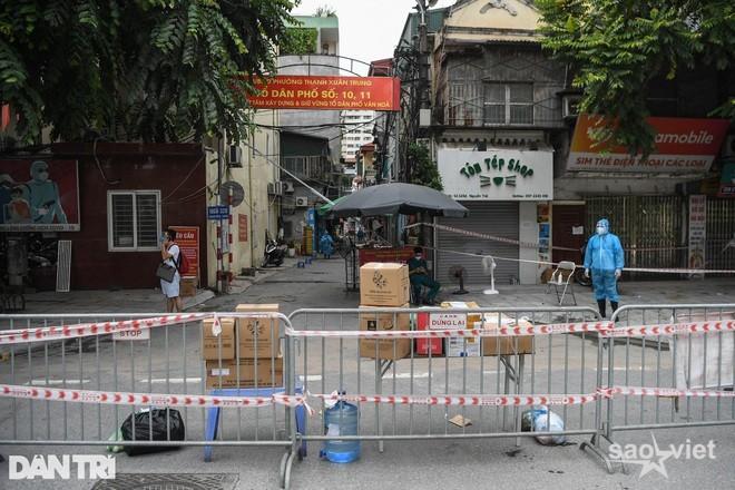 Hà Nội: Chủ tịch quận lý giải việc F0 ở Thanh Xuân Trung tăng chóng mặt - 1