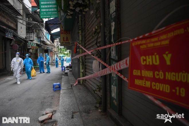 Hà Nội: F0 đi tiêm vắc xin, quận Cầu Giấy ra thông báo khẩn tìm người - 1