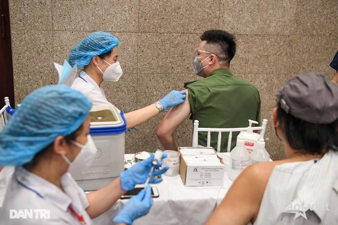 Hà Nội: Tiêm được hơn 5 triệu mũi vắc xin; sáng 15/9 có 3 F0 đã cách ly - 1