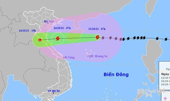 Bão số 8 giật cấp 14 hướng vào Bắc Trung Bộ, mưa lớn từ chiều tối nay - Ảnh 1.