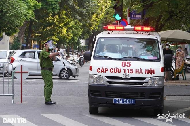 Bệnh viện Việt Đức thêm 2 F0 là người nhà bệnh nhân - 1
