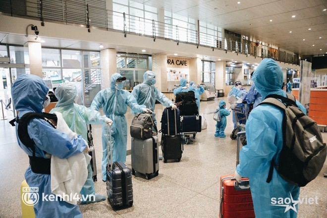"""Ngày đầu sân bay Tân Sơn Nhất phục vụ khách thương mại trở lại: """"Suốt đêm tôi không ngủ được vì quá mong chờ về quê"""" - Ảnh 7."""