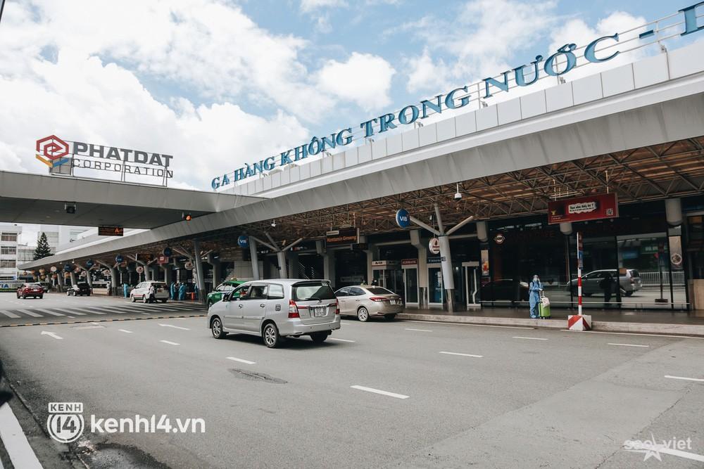 Ngày đầu sân bay Tân Sơn Nhất phục vụ khách thương mại trở lại: Suốt đêm tôi không ngủ được vì quá mong chờ về quê - Ảnh 1.