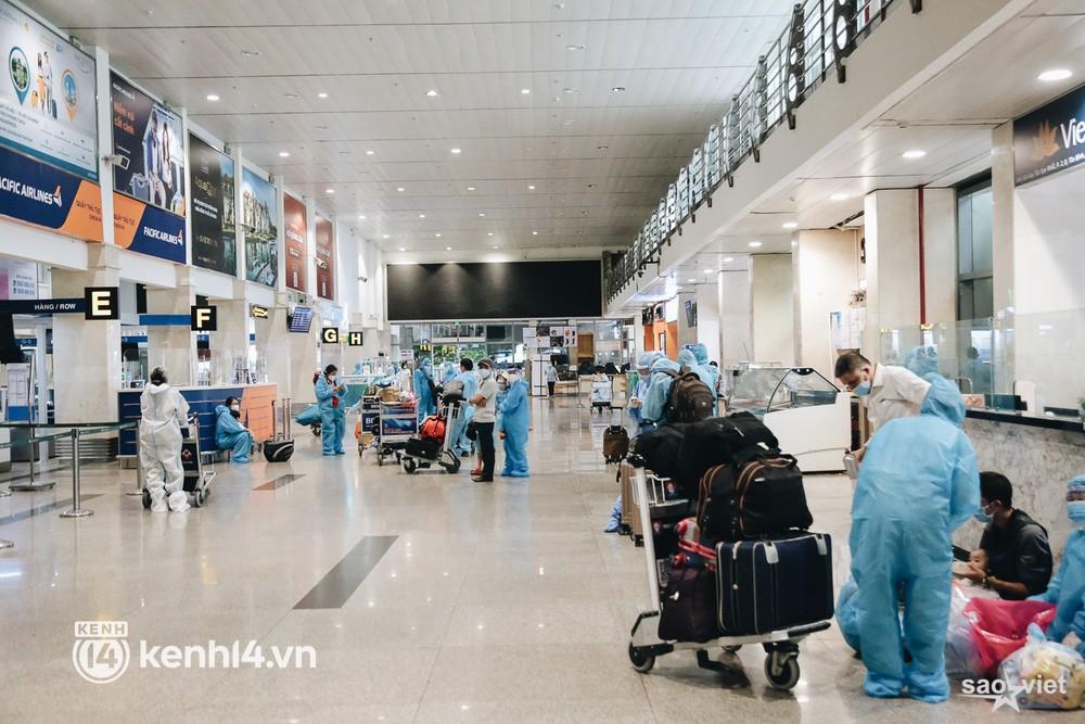 Ngày đầu sân bay Tân Sơn Nhất phục vụ khách thương mại trở lại: Suốt đêm tôi không ngủ được vì quá mong chờ về quê - Ảnh 8.