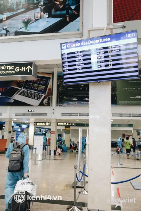 Ngày đầu sân bay Tân Sơn Nhất phục vụ khách thương mại trở lại: Suốt đêm tôi không ngủ được vì quá mong chờ về quê - Ảnh 9.
