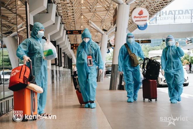 """Ngày đầu sân bay Tân Sơn Nhất phục vụ khách thương mại trở lại: """"Suốt đêm tôi không ngủ được vì quá mong chờ về quê"""" - Ảnh 3."""