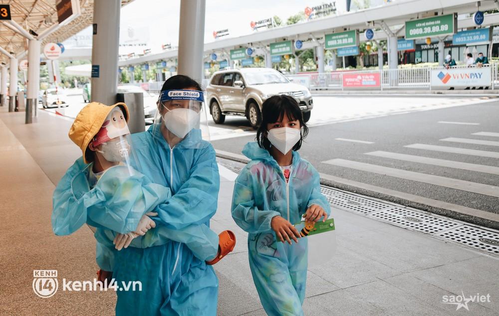 Ngày đầu sân bay Tân Sơn Nhất phục vụ khách thương mại trở lại: Suốt đêm tôi không ngủ được vì quá mong chờ về quê - Ảnh 4.