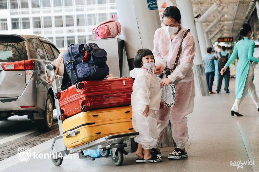 Ngày đầu sân bay Tân Sơn Nhất phục vụ khách thương mại trở lại: Suốt đêm tôi không ngủ được vì quá mong chờ về quê - Ảnh 5.