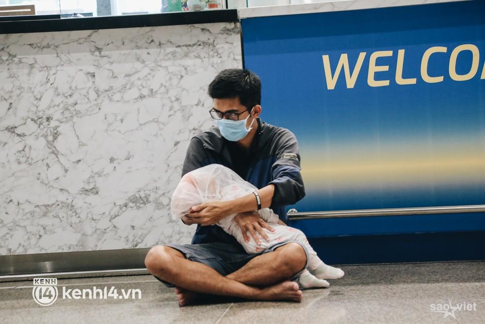 Ngày đầu sân bay Tân Sơn Nhất phục vụ khách thương mại trở lại: Suốt đêm tôi không ngủ được vì quá mong chờ về quê - Ảnh 6.